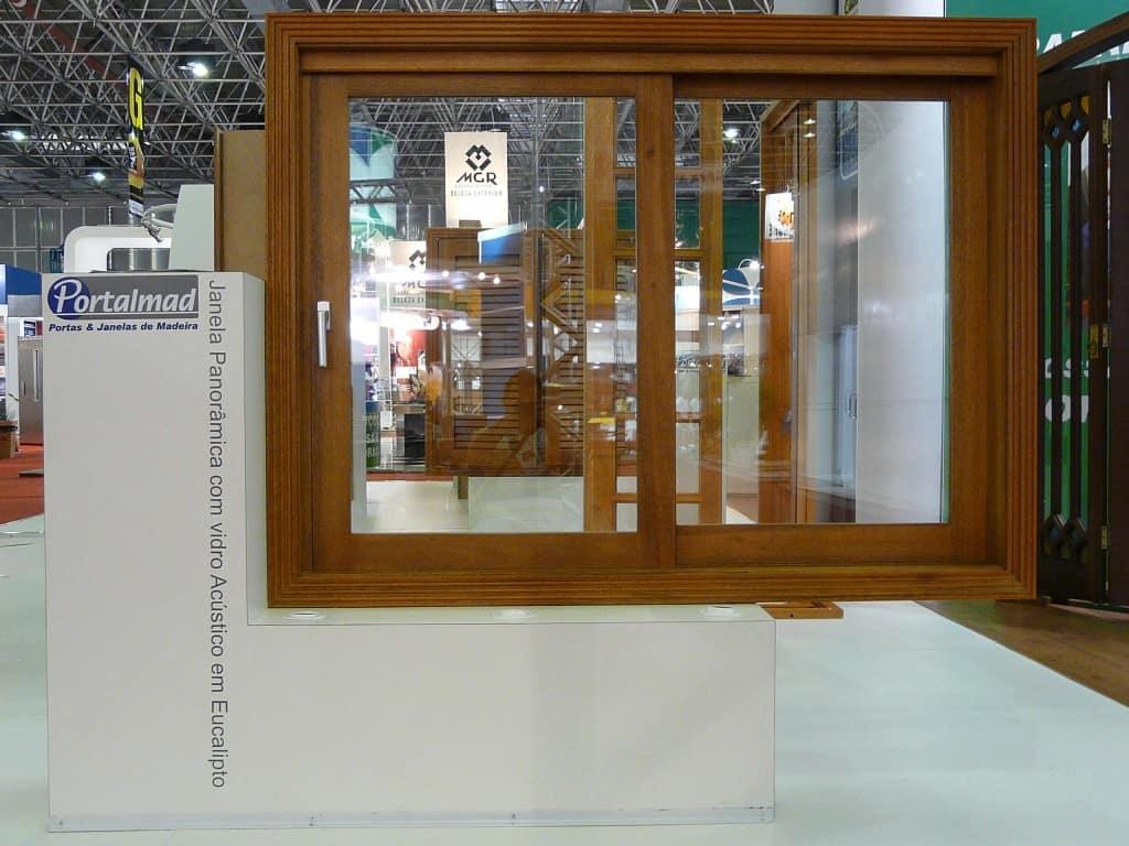 Janelas com vidro acústico - Panorâmicas - Isolamento térmico - Fábrica de Esquadrias de Madeira - Portas