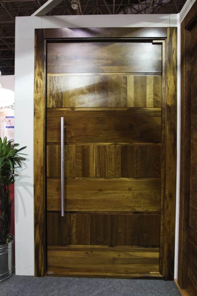 Porta de Entrada Pivotante - Madeira - Luxo