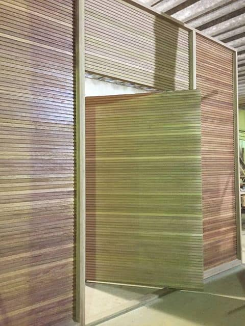 Porta pivotante especial tamanho extra grande - produto sob medida - madeira: Cedro Arana - Ripada
