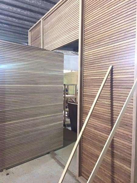 Porta Ripada com Painel Integrado - Painel Ripado - Madeira