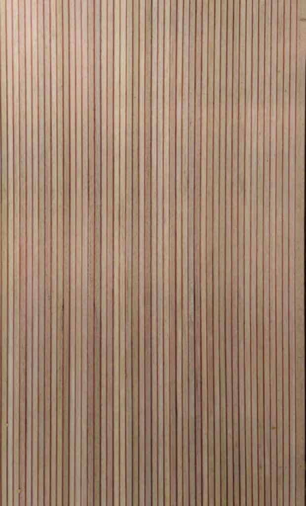 Porta ripada de madeira